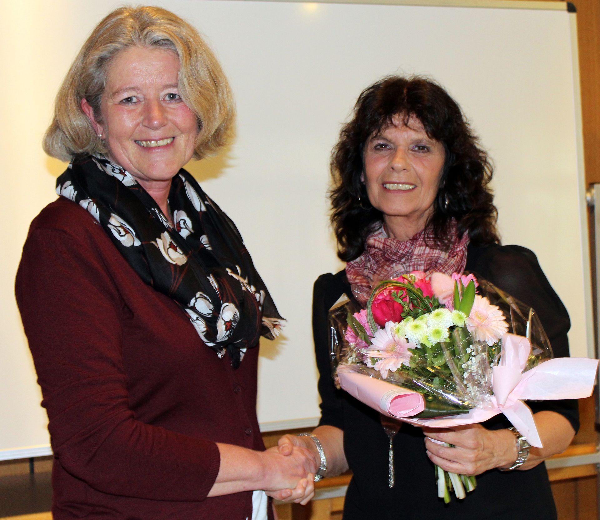 Geschäftsführerin Sabine Theisen verabschiedet Gesamtleiterin Ursula Reiter